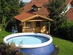 Pool und Gartenhaus